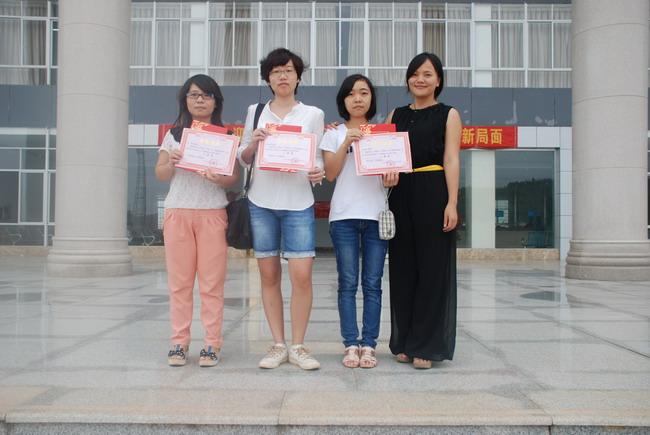 大学生学习十八大精神