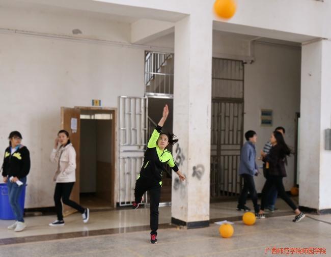 教工组女子气排球发球
