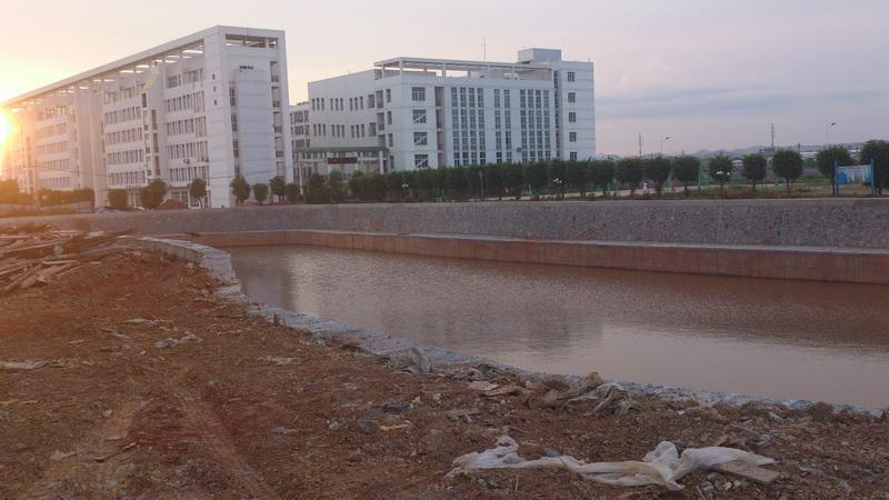 2011年建设中的人工湖