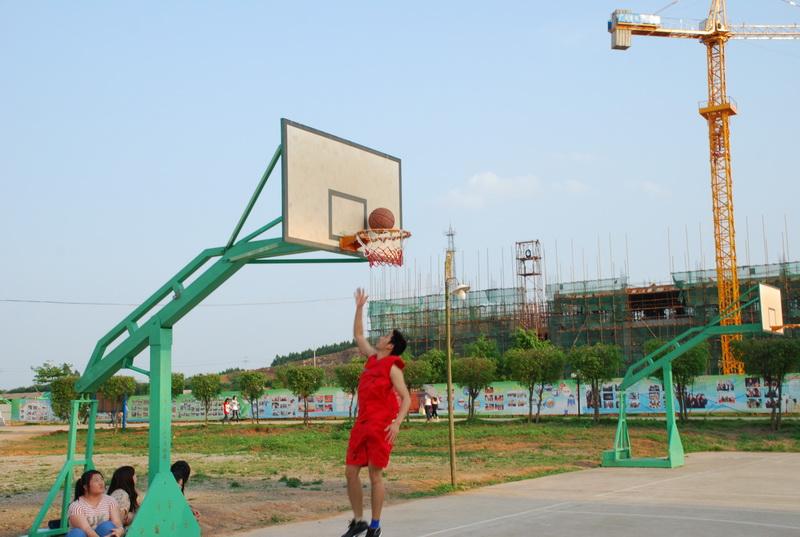 2011年建设中的校园,学生篮球赛