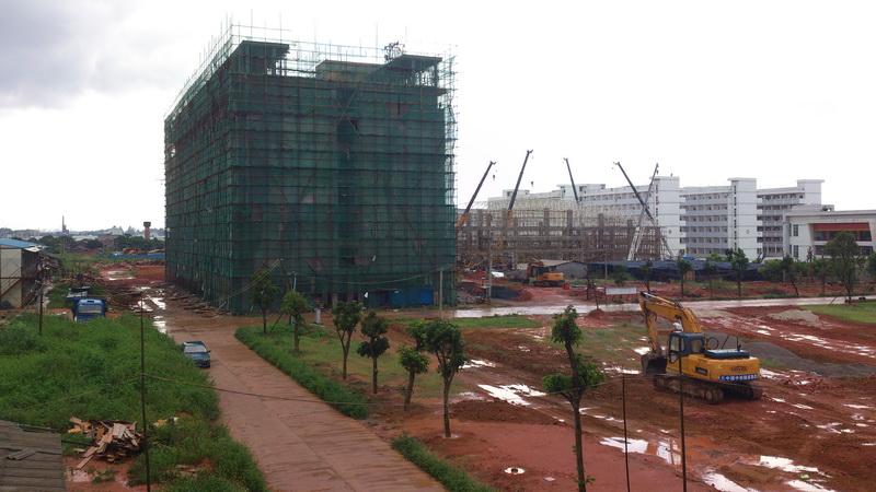 2011年建设中的宿舍楼